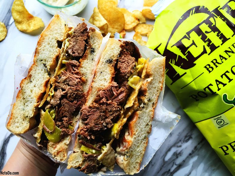 Mississippi Roast Sandwich mit Peperoncini Chips